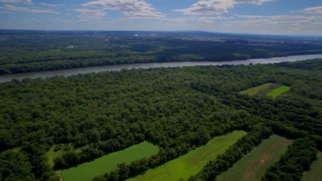aerial pan över jordbruket jordbruksmark landskapet i maryland - maryland delstat bildbanksvideor och videomaterial från bakom kulisserna