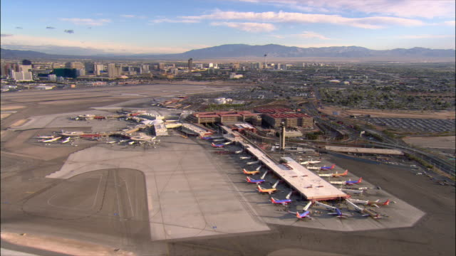aerial pan mccarran airport and cityscape/ las vegas - anno 2006 video stock e b–roll