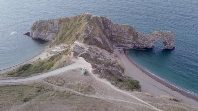aerial pan right to left: corner of island with formation - dorset, england - corner stock videos & royalty-free footage