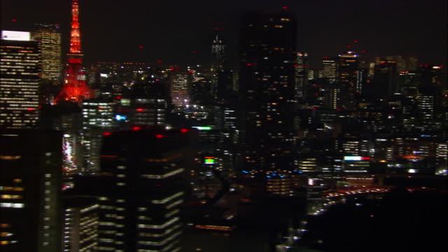 aerial pan skyline and tokyo tower/ tokyo / november 16, 2005 - 照明器具点の映像素材/bロール