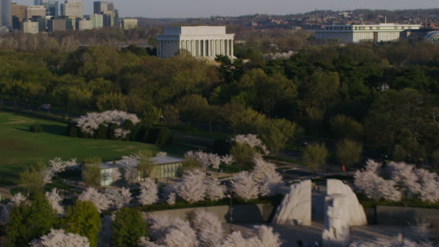 aerial pan up from potomac river to lincoln memorial sunny morning in the fall, dc - performing arts center stock videos & royalty-free footage