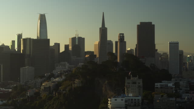 stockvideo's en b-roll-footage met aerial panning shot of cityscape at sunrise / san francisco, california, united states - san francisco california