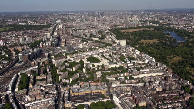 aerial panorama of bayswater and paddington including paddington station, hyde park and distant views eastwards to central london and beyond - paddington railway station stock videos & royalty-free footage