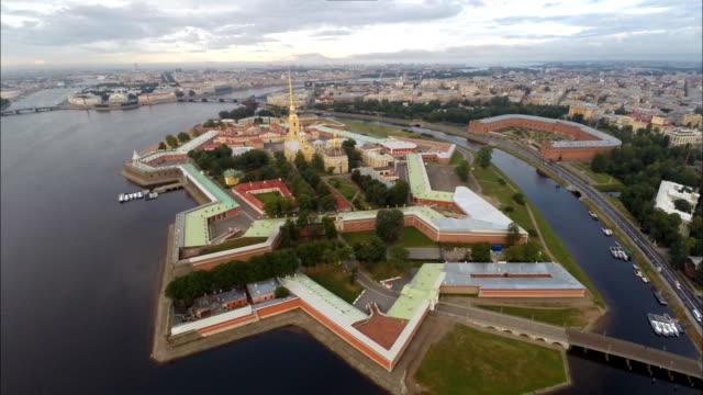 aerial panorama of the peter and paul fortress, saint petersburg - sankt petersburg stock-videos und b-roll-filmmaterial