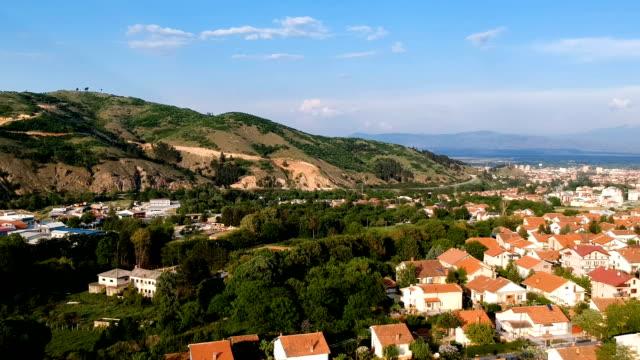 vídeos de stock, filmes e b-roll de panorama de vista aérea - república da macedônia