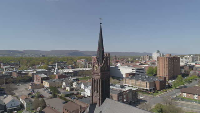 aerial panoramic view of st. nicholas r. c. church in wilkes-barre, pennsylvania, in spring. drone-made footage with the panning camera motion. - wilkes barre stock videos & royalty-free footage