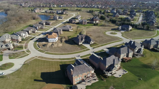 aerial panoramic view of the residential neighborhood libertyville, vernon hills, chicago suburban area, illinois. cinematic aerial drone video with the wide panoramic-orbit camera motion. - illinois stock videos & royalty-free footage