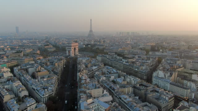 aerial: paris city towards arc de triomphe and traffic circle, france - triumphbogen paris stock-videos und b-roll-filmmaterial