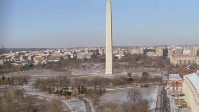 dx - aerial - past washington monument to white house - washington d.c. - winter. - winter stock videos & royalty-free footage