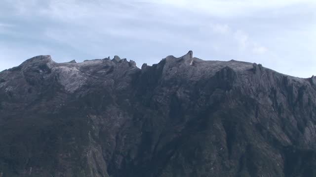 aerial ecu peak of mount kinabalu, zoom out, kota kinabalu, malaysia - kota kinabalu stock videos and b-roll footage