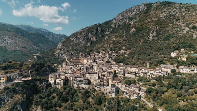 vidéos et rushes de aerial pedestal shot of the commune of saorge, france - hill