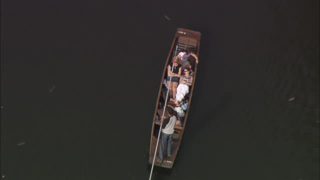 aerial people punting on river cam / zoom out trinity college, cambridge university / cambridge, england - trinity college cambridge university stock videos & royalty-free footage