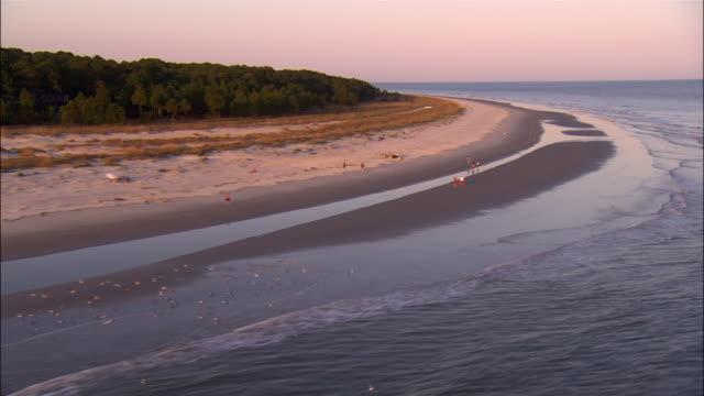 aerial people walking on hilton head beach/ hilton head, south carolina - carolina del sud video stock e b–roll