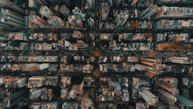vidéos et rushes de aerial perspective directly above an area of kowloon district showing daily life, hong kong - surréaliste