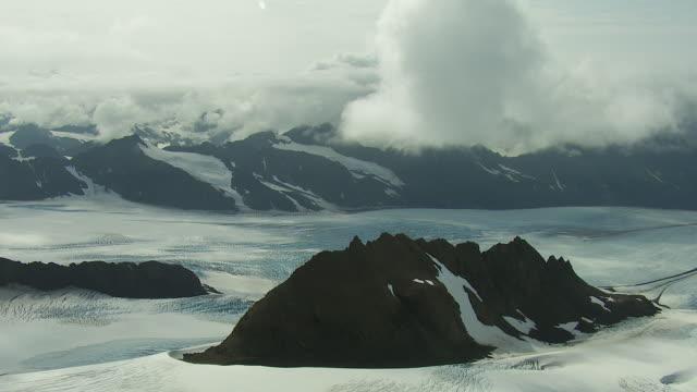 aerial perspective of grewingk glacier - 北半球点の映像素材/bロール