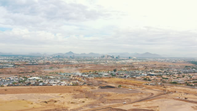 vídeos y material grabado en eventos de stock de aerial perspective showing a suburb of tucson, arizona, united states of america - desert area