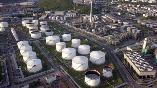 aerial photographs of oil refineries plants, gas tank, oil tank. - 貯蔵タンク点の映像素材/bロール