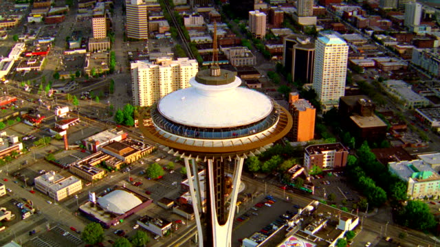 vídeos de stock e filmes b-roll de aerial point of view around space needle with seattle skyline in background / washington - seattle