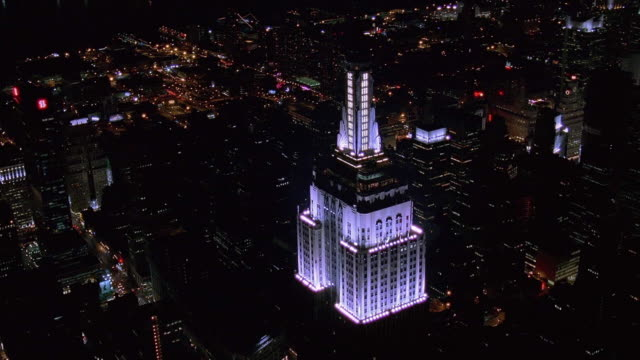 stockvideo's en b-roll-footage met aerial point of view empire state building and manhattan at night / new york city - 1998