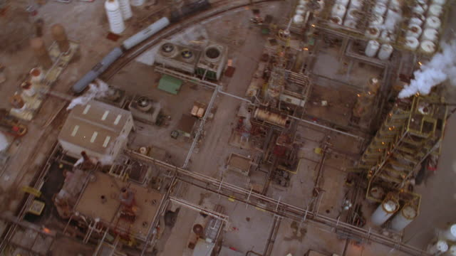 aerial point of view industrial refinery complex with tower and smokestack / indianapolis, indiana - ドラム容器点の映像素材/bロール