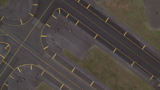 aerial point of view over airport runway at newark international airport / new jersey - flughafen stock-videos und b-roll-filmmaterial