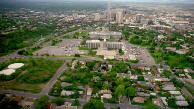 vídeos de stock, filmes e b-roll de aerial point of view over capitol towards downtown salt lake city / utah - salt lake city utah