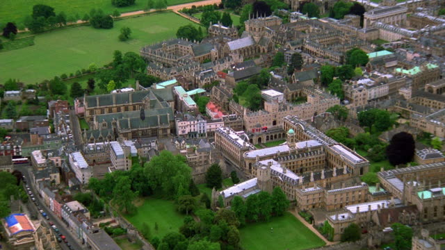 vidéos et rushes de aerial point of view zoom in over town of oxford / oxfordshire, england - oxford angleterre