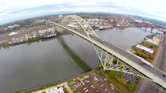 veduta aerea portland nw industriale - fiume willamette video stock e b–roll