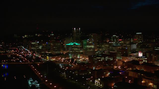aerial portland, oregon - night - portland oregon点の映像素材/bロール