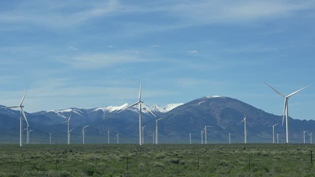 stockvideo's en b-roll-footage met aerial, pov, a wind farm, nevada, usa - nevada
