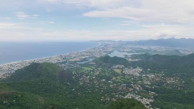 vídeos de stock, filmes e b-roll de aerial, pov, rio de janeiro cityscape from atop corcovado mountain, brazil - américa do sul
