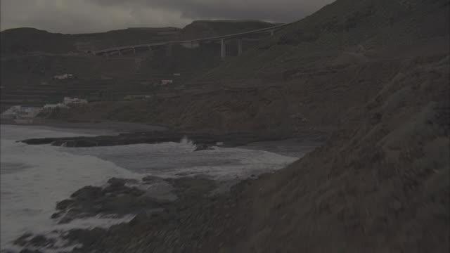 stockvideo's en b-roll-footage met aerial puente de silva/cuesta da sailva viaduct bridge, eenerife, canary islands - puente