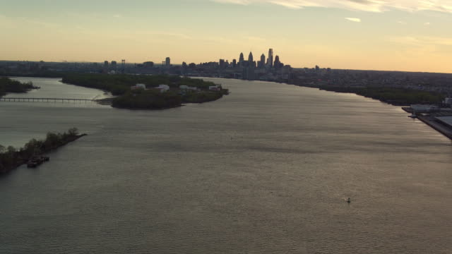 Aerial pulling away from Petty Island and the Philadelphia skyline