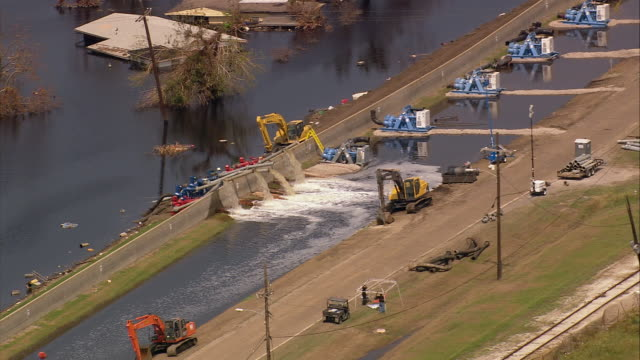 aerial pumping water at west side of industrial canal / new orleans, louisiana - 2005年点の映像素材/bロール