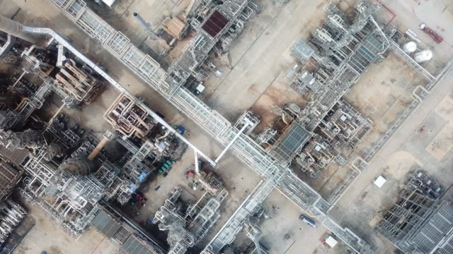 aerial refineries plants pipeline - manufacturing stock videos & royalty-free footage