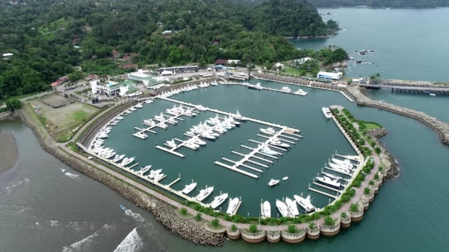 aerial reveal view of a marina off the coast of la fortuna in  alajuela province costa rica - marina stock videos & royalty-free footage