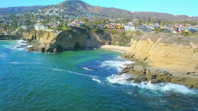aerial right to left: living in middle of laguna - laguna beach california stock videos & royalty-free footage