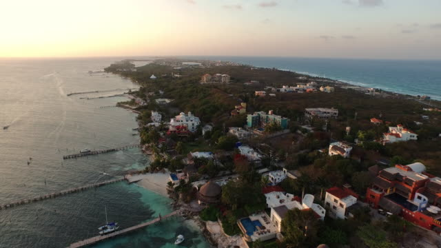 vídeos de stock, filmes e b-roll de aerial rising up over tropical island at sunset - quintana roo