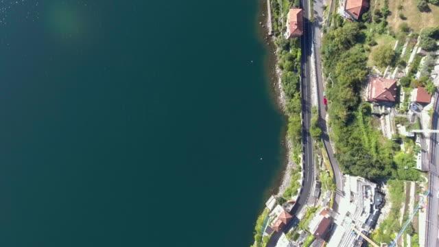 Aerial Straße entlang des Sees