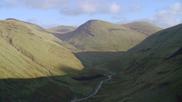 aerial rocky green hills, some snow, scotland - anhöhe stock-videos und b-roll-filmmaterial