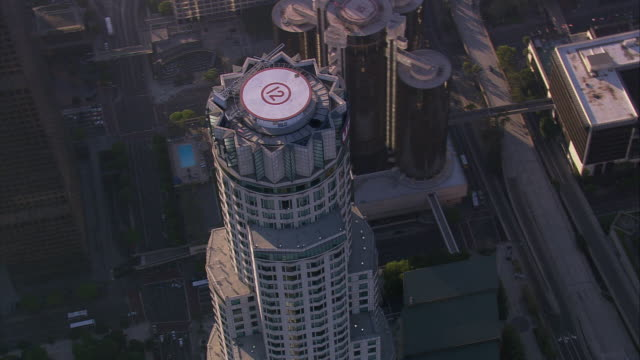 aerial ha ts cu rooftop helipad, library tower / downtown los angeles, california, united states.  - us bank tower stock videos & royalty-free footage