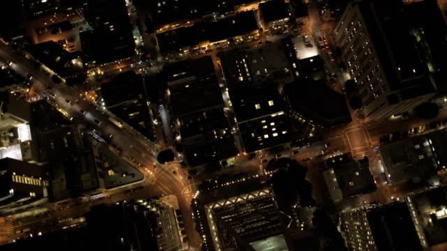 aerial rooftop view illuminated city traffic san francisco - カリフォルニア州 サンフランシスコ点の映像素材/bロール