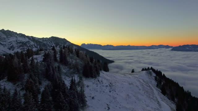 Antenne: Rossfeld, Bayern, bei Sonnenaufgang im winter