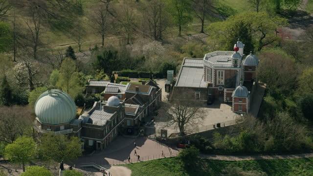 aerial royal observatory greenwich enforced coronavirus lockdown uk - observatorium bildbanksvideor och videomaterial från bakom kulisserna