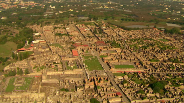 aerial ruins of pompeii / italy - archeologia video stock e b–roll