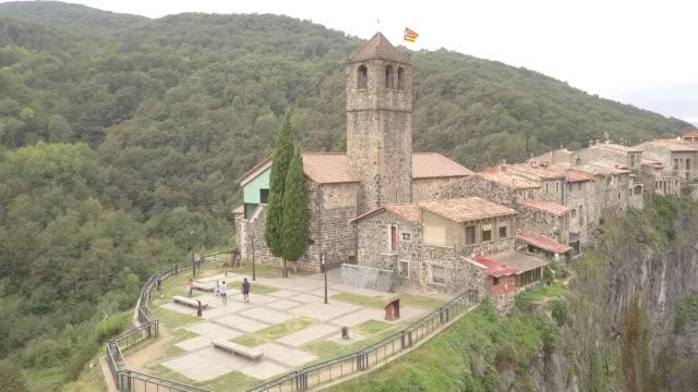 vídeos de stock e filmes b-roll de aerial, rural cathedral in spain - arcaico