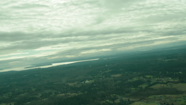 vidéos et rushes de aerial rural countryside (glider straight forward w/roll window pov) - aircraft point of view