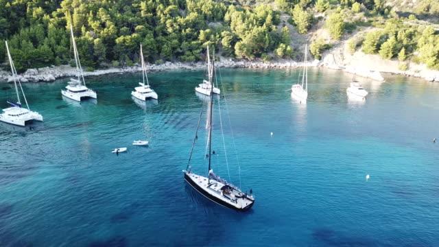 vídeos y material grabado en eventos de stock de aerial, sailboat comes into shore in croatia - cultura croata