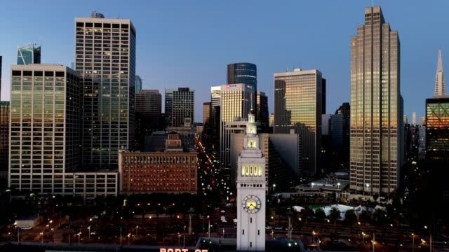 Aerial San Francisco Ferry Building und Skyline