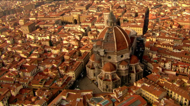 aerial santa maria del fiore with scaffolding on cupola and surrounding area / florence, italy - florenz italien stock-videos und b-roll-filmmaterial